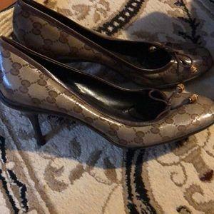 Gucci heels excellent condition